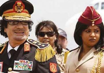 لماذا القذافي يعتمد النساء تأمينه؟..حارسته